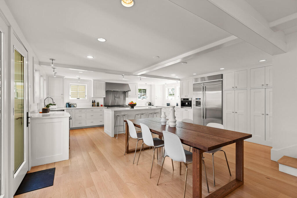 881 Massachusetts Ave Lexington MA 02420 USA 018 020 Kitchen dining1 MLS_Size